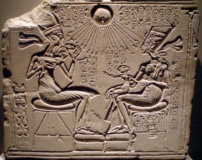 Akhenaten and Nefertiti.png